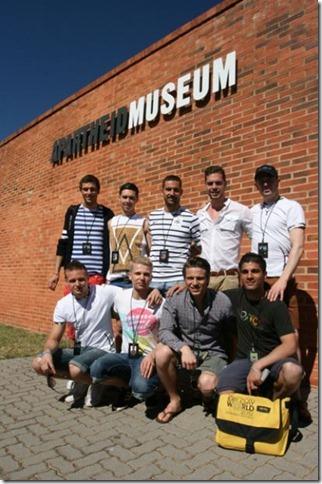 Los candidatos de la delegación europea en el Museo del Apartheid