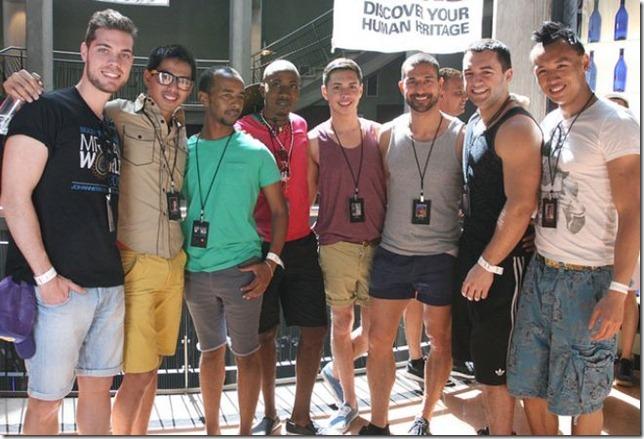 Ángel Cervera, junto a algunos de los candidatos a Mr. Gay World 2012